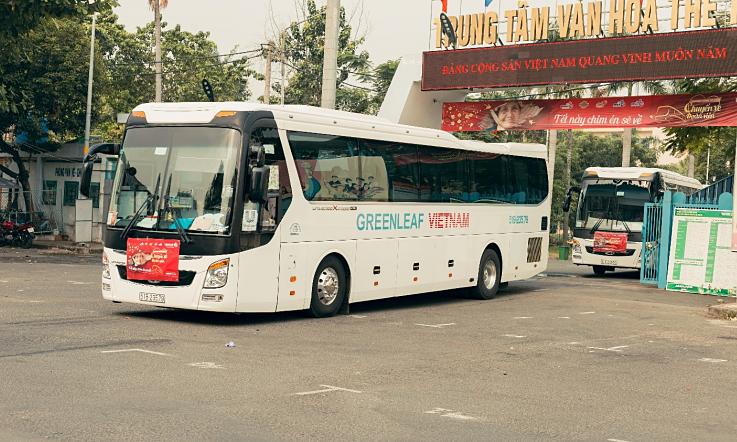 Chuyến xe miễn phí đưa người bán vé số dạo về quê - Đời sống