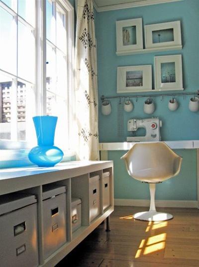 Phòng làm việc là nơi cần có sự tĩnh lặng, nên chọn các họa tiết sinh động, màu sắc vui tươi để kích thích sự sáng tạo.