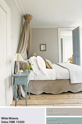 căn phòng ngủ với những gam màu xám dịu.