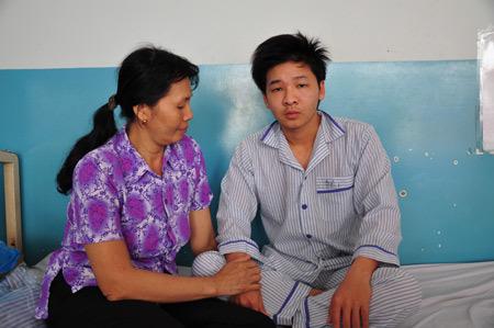 Bệnh nhân được điều trị tại khoa Nội B, Bệnh viện Nhiệt Đới. Ảnh: Thiên Chương.