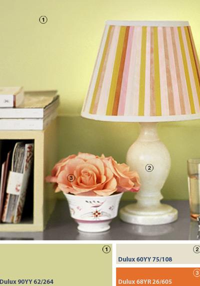 Tạo nét sống động cho chiếc chao đèn bình thường bằng những sọc dọc đầy màu sắc.