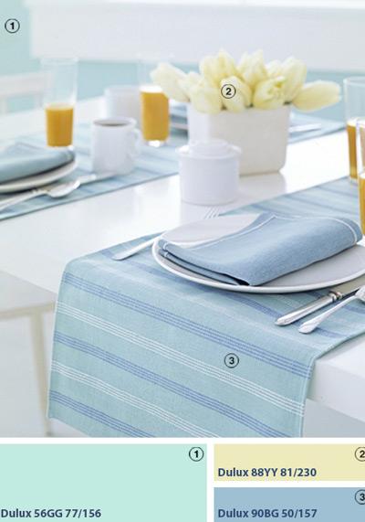 Khăn trải bàn thường chỉ là vật trang trí, nhưng chúng cũng có thể có giá trị sử dụng khác. Bạn hãy đặt chúng nằm ngang bàn ăn, biến chúng thành vải lót bộ đồ ăn dùng chung cho những thực khách ngồi đối diện nhau.