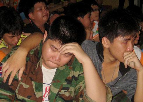 Những giọt nước mắt nghẹn ngào trong đêm gia đình Học kỳ quân đội. Ảnh: Thi Ngoan.