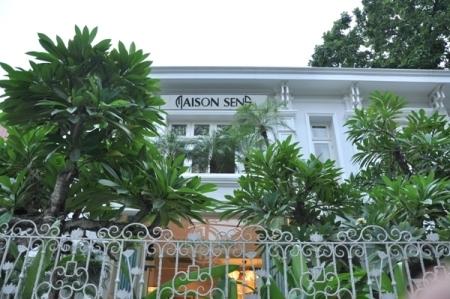 Maison Sens mở cửa phục vụ từ 7h30 đến 22h tất cả các ngày trong tuần.