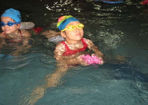 Một số phụ huynh e dè khi cho con đi học bơi sau thông tin về