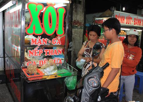 Những xe xôi ca dé thường bán nhiều ở quận 5, quận 6 hoặc quận 11, nơi có nhiều người Việt gốc Hoa sinh sống. Ảnh: Khánh Hòa.