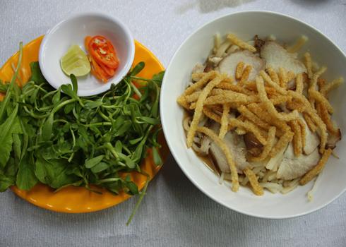 Chỉ là một món ăn bình dân, nhưng cao lầu xứ Quảng đã trở thành món ăn đặc sản mà ai cũng muốn thưởng thức khi đến Hội An. Ảnh: Khánh Hòa.