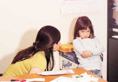 Thái độ bướng bỉnh của trẻ khiến nhiều cha mẹ đau đầu. Ảnh minh họa: bethongminh.