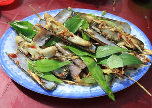 Vị cay nồng của sa tế đem lại sự hấp dẫn cho món ăn. Ảnh: Khánh Hòa.