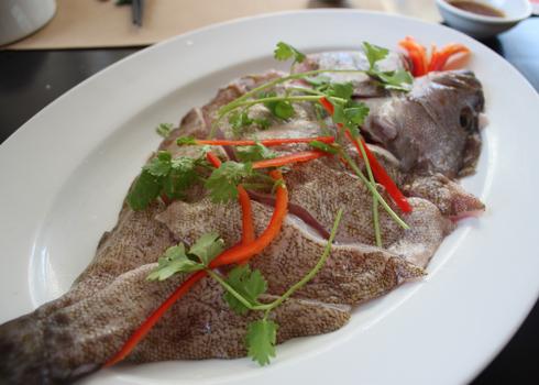 Thịt cá bống mú mềm, thơm ngọt, thường được chế biến thành các món ăn ngon như: nấu cháo, nướng, nấu canh chua... Ảnh: Khánh Hòa.