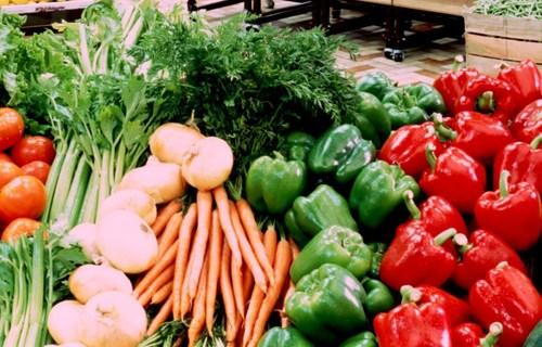 Ăn nhiều rau quả có thể hạn chế được ung thư vú.