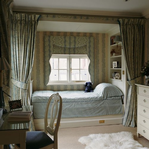 Classic-blue-and-cream-childs-bedroom-wi