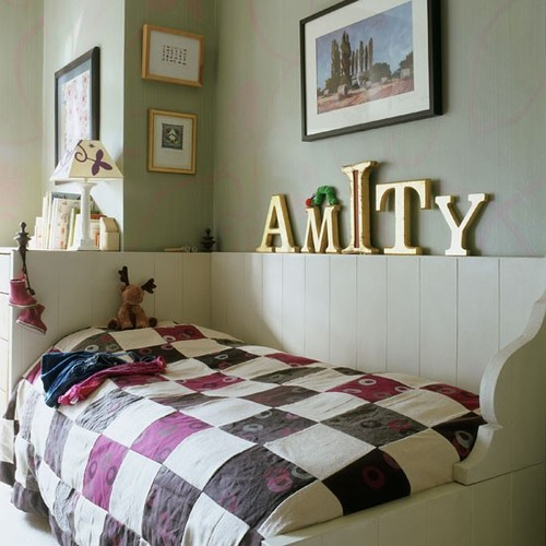 Classic-childs-bedroom-with-patchwork-qu