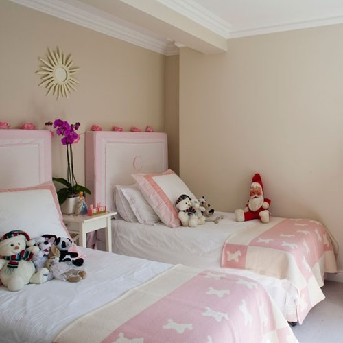 Classic-cream-and-pink-twin-bedroom-Home