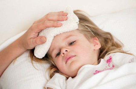 Nguyên nhân và cách xử trí khi trẻ sốt 1