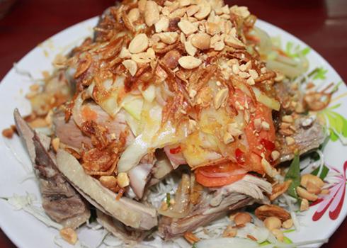 Thịt vịt được chế biến thành nhiều món ăn ngon như: gỏi, nấu cháo, nấu bún măng...