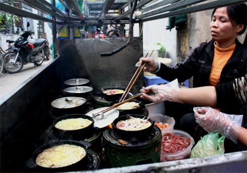 Trong một con hẻmở chợ Bằng, Thường Tín, Hà Nội, có mộtquán bánh xèo gia truyền 3 đời. Ởtrong hẻm nhỏnhưng quánăn