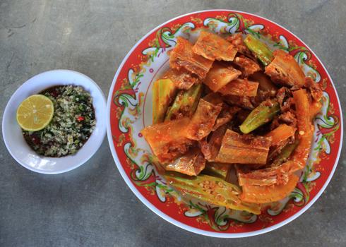 Thịt heo rừng nướng là món ăn dân dã, dễ chế biến và ngon miệng.