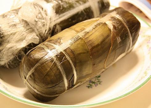 Lá gói giò cũng rất quan trọng, tạo nên hương vị thoang thoảng đặc trưng của giò.