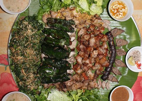 Trong mâm cỗ của người Mường, nhưng món ăn từ thịt lợn Mán là điều không thể thiếu.