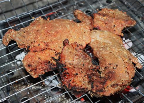 Khi nướng, nhớ trở đều tay để bò chín đều và không bị cháy.