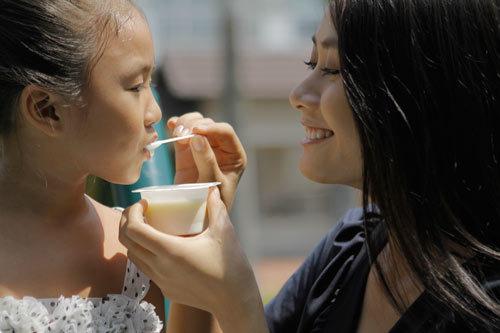 Sữa chua rất bổ dưỡng cho cơ thể trẻ nếu biết dùng đúng cách.