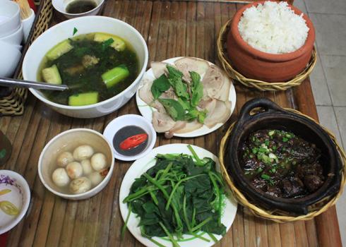 Bữa cơm Bắc với nhiều món ăn quen thuộc.