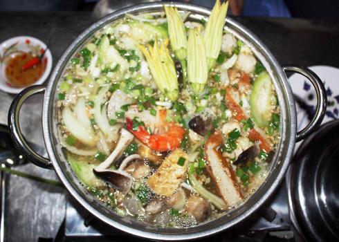 Lẩu cua đồng là một món ăn thơm ngon, có tác dụng thanh mát trong những ngày nắng nóng.