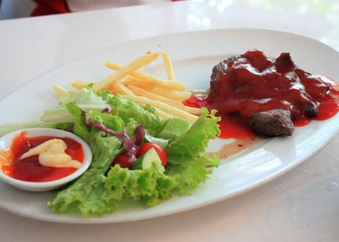 Các món bò ở đây đều được chế biến theo phong cách ẩm thực Pháp.