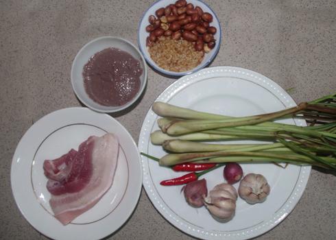 Các nguyên liệu chính để làm nên món ruốc sả kho thịt heo ngon tuyệt.