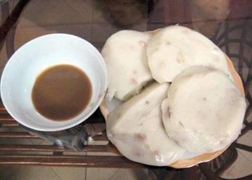 Bánh đúc là món ăn nhà quê được nhiều người ưa thích.