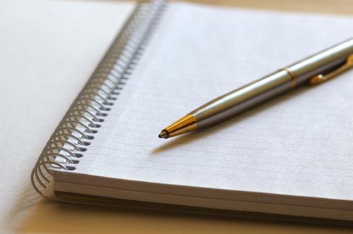 Viết nhật ký cũng là cách hay giúp giảm căng thẳng, mệt mỏi. Ảnh: newdaynewlesson