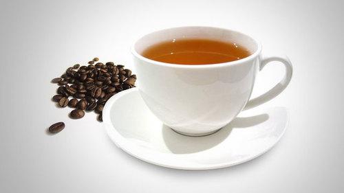 Uống 1 tách cà phê hoặc 2 tách trà xanh mỗi ngày có thể giảm 32% nguy cơ xuất huyết não. Ảnh: lifehacker