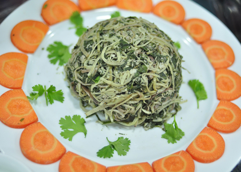 Món Hoa chuối đồ đặc trưng của người Mường ở Hòa Bình.