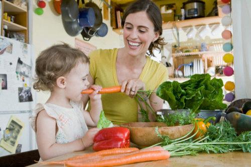 Cần cải thiện chế độ sinh hoạt, dinh dưỡng và tập luyện khi bé bị táo bón.