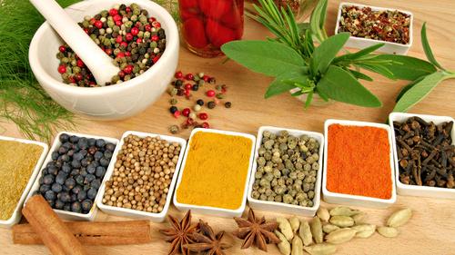 spices HD 1371197586 500x0 8 loại gia vị và thảo mộc có tác dụng chữa bệnh