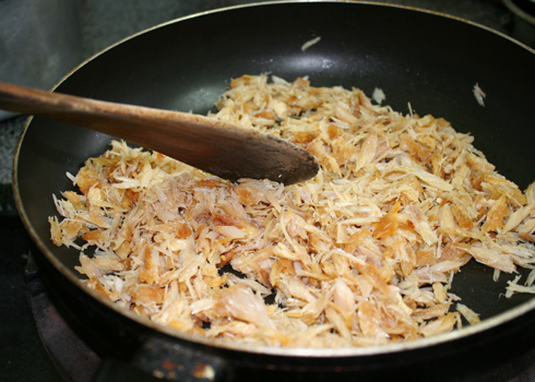 Cách làm món cơm chiên cá mặn ngon 2
