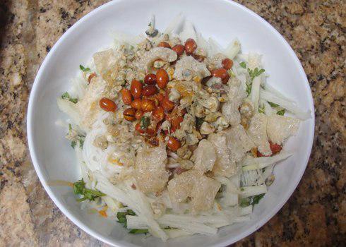 Bún hến được xem như anh em với món cơm hến nổi tiếng của dân Huế.