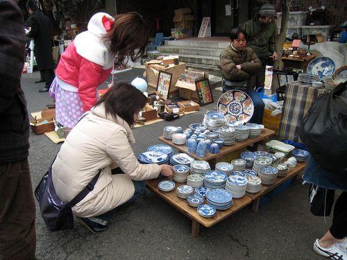 di-20090228-203446-jingumae-flea-market-
