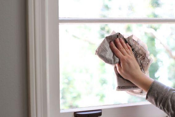 Mẹo lau sạch cửa kính