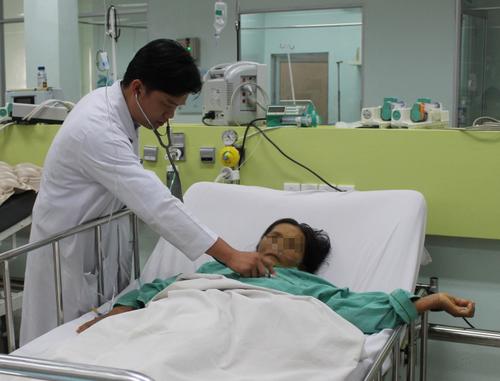 Bệnh nhân điều trị suy gan. Ảnh: Lê Phương.