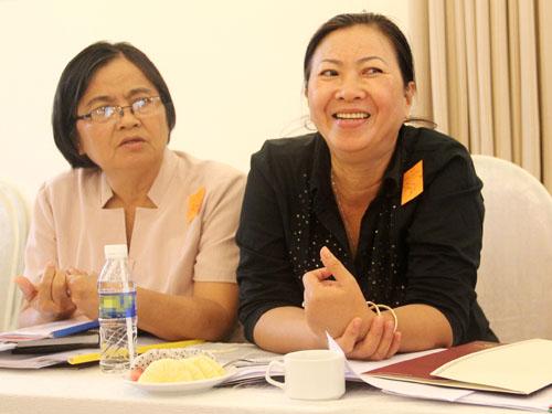 Những người mẹ trong Câu lạc bộ phụ huynh của người đồng tính, song tính và chuyển giới Việt Nam (PFLAG) luôn mong đến một ngày xã hội không còn kỳ thị người đồng tính. Ảnh: Thi Trân.