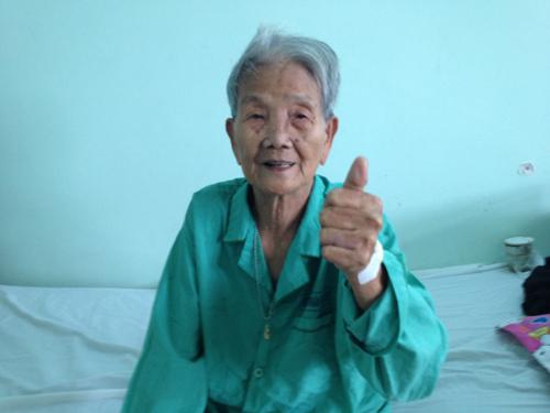 Cụ bà gần 100 tuổi vừa được cứu sống. Ảnh: D.P.