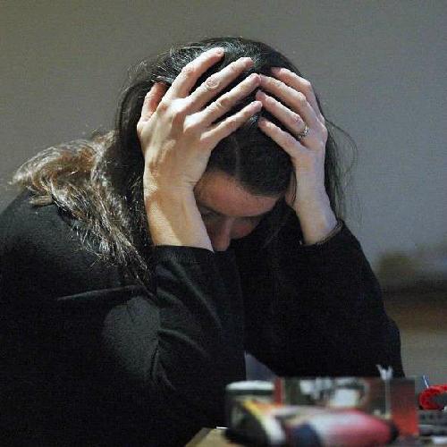 Quá nhiều căng thẳng ở tuổi trung niên làm tăng nguy cơ mắc Alzheimer tới 21%. Ảnh: express.co.uk)