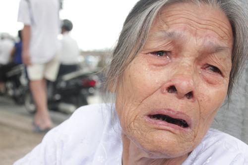 Nhiều giọt nước mắt đã rơi khi người dân