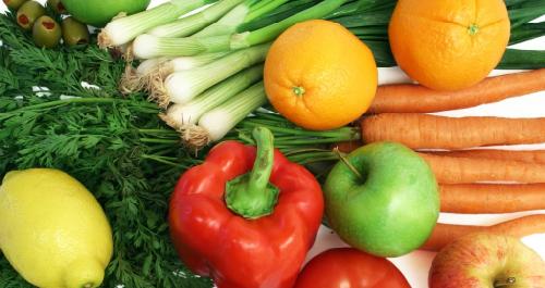 Các loại rau củ quả có màu vàng, đỏ, xanh sẫm, đáng chú ý nhất là cà rốt, rau dền, đu đủ chín, cà chua... chứa nhiều tiền vitamin A. Ảnh: Foodalator.