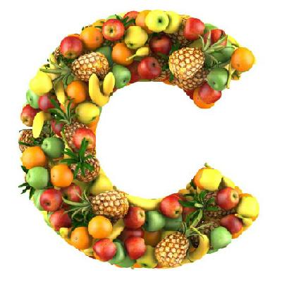 Vitamin C có nhiều trong hoa quả có màu vàng như cam, xoài, đu đủ, cà rốt, cà chua và các loại rau có màu đậm như rau dền, rau muống, cải bẹ xanh.