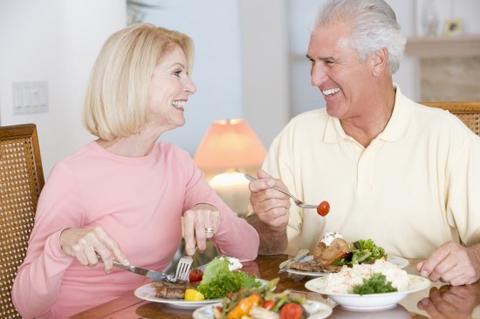 Nỗi lo kém ăn, mất ngủ ở người lớn tuổi