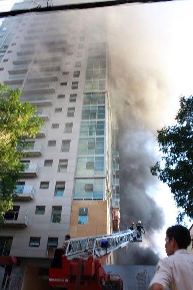 Tòa nhà 32 tầng trên đường Lê Duẩn (quận 1, TP HCM) bị cháy năm 2009. Ảnh: An Nhơn