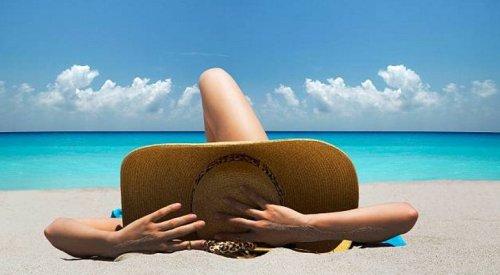 Tắm nắng vừa phải và đúng cách là biện pháp tốt nhất để bổ sung vitamin D cho cơ thể. Ảnh: news.softpedia.com
